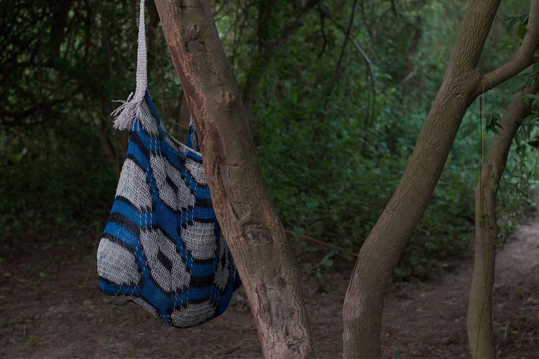 """Imagen de la película """"Husek"""" dirigida por Daniela Seggiaro que forma parte de la instalación """"La fortaleza"""""""