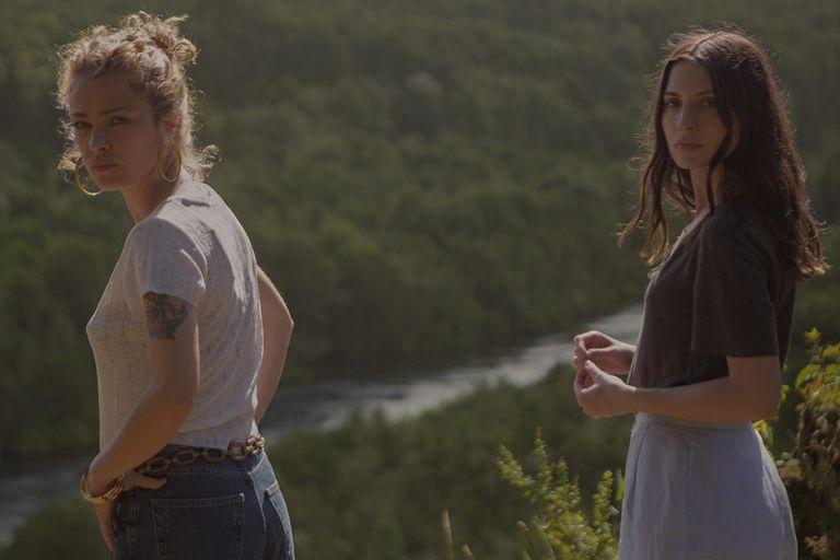 Distancia de rescate: maternidad, miedos y el espanto de lo posible en la película que llega a Netflix