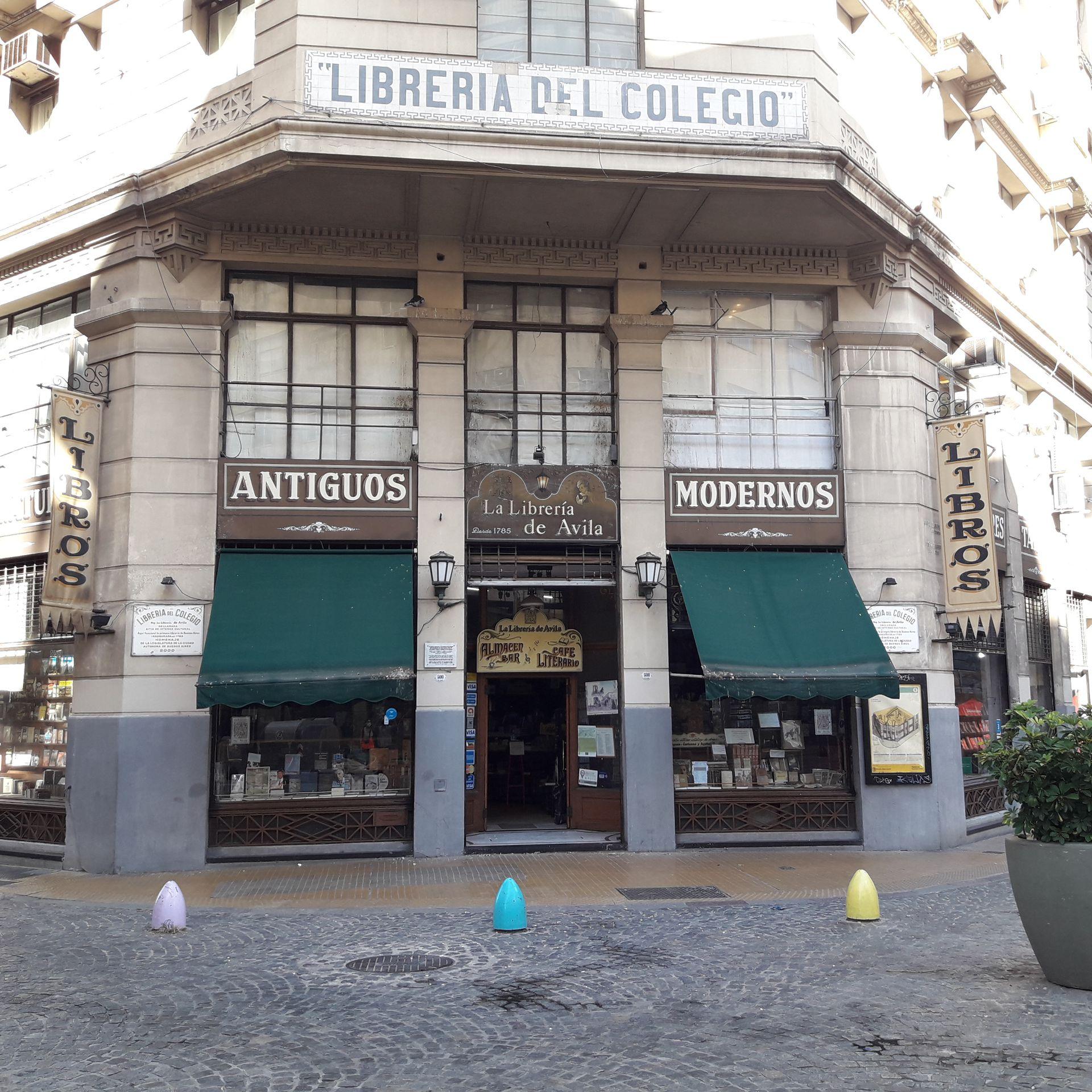 Antes llamada Librería del Colegio por su cercanía con el Nacional Buenos Aires, La Librería de Ávila data de 1785 y es un ícono de historia y cultura