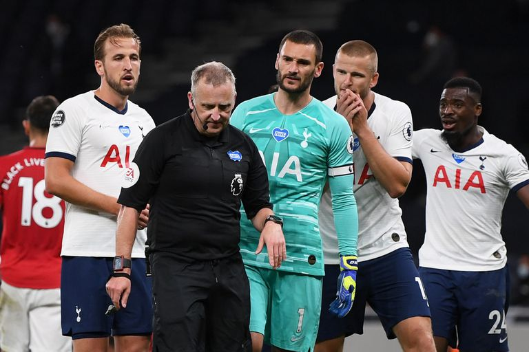 Premier League: los jugadores que tosan a los rivales recibirán roja directa