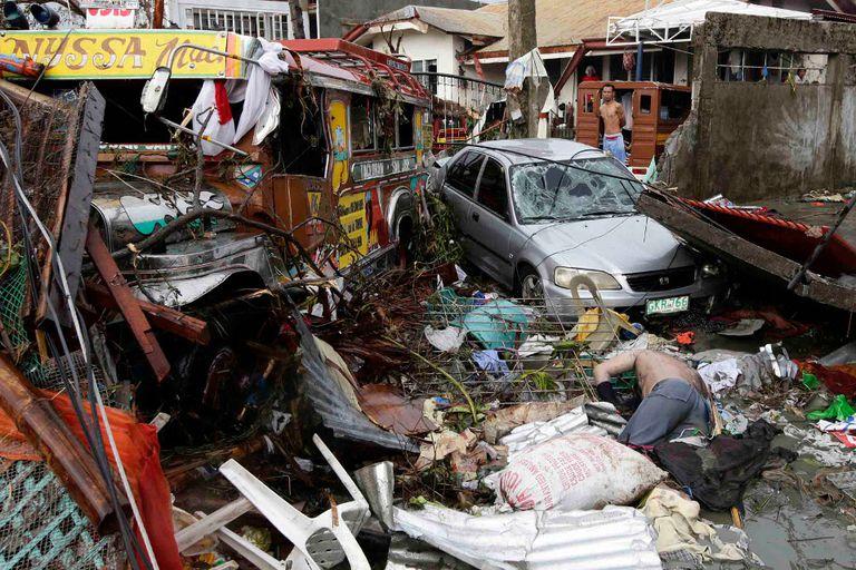 Escenas de devastación en Tacloban, la ciudad que más sufrió el paso de Haiyan
