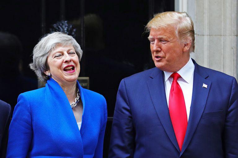 Trump le pide a May que se quede en el gobierno hasta cerrar el acuerdo EEUU/UK