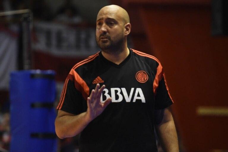 Martín Castro era entrenador del primer equipo femenino de vóley de River desde 2014