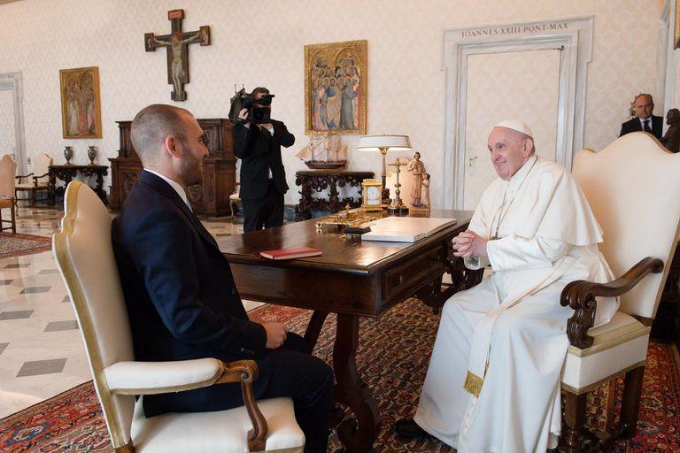 El ministro de Economía Martín Guzmán por el papa Francisco en el Vaticano. Fuente: Ministerio de Economía