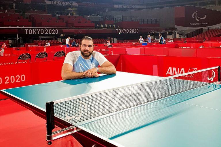 Gabriel Copola, múltiple campeón de tenis de mesa adaptado, se dispone a dejarlo todo en los octavos de final