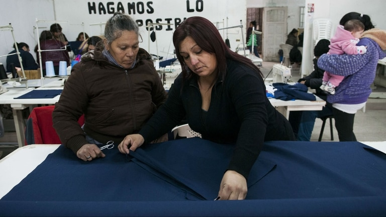 En el centro de capacitación de Rafael Castillo se dan cursos de costura, peluquería, electricidad y gas, entre otros oficios