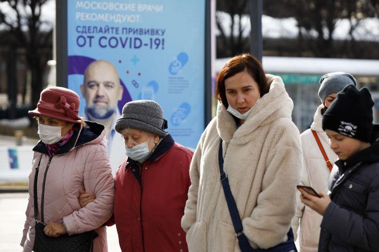 """""""La situación está empeorando"""": Moscú endurece las normas ante el aumento de casos"""