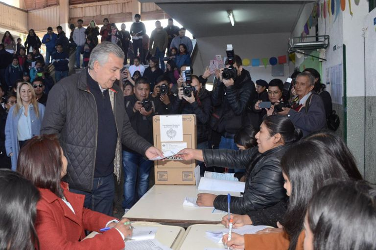 Elecciones: Tucumán, Jujuy, Entre Ríos y Chubut reeligieron gobernador