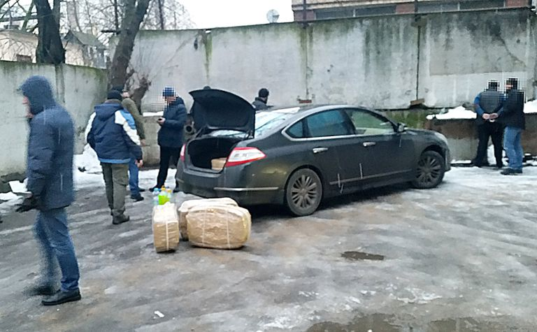 En Moscú, dos hombres que fueron a buscar la droga terminaron detenidos