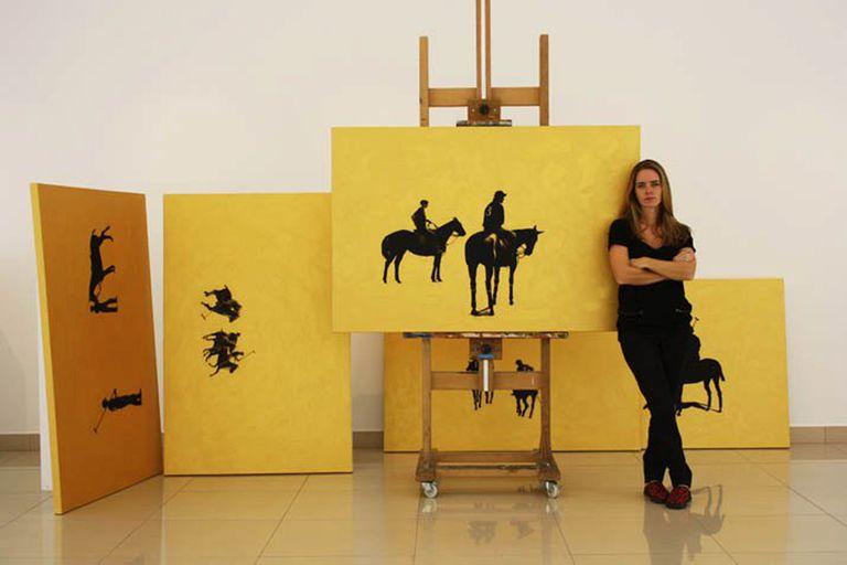 Eugenia Laprida junto a sus obras