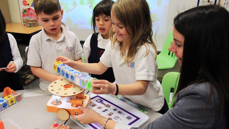Con robots y juegos los chicos aprenden los conceptos detrás de las órdenes y sus efectos en un programa