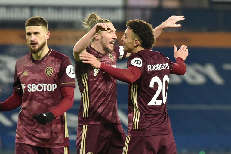 Goleada: el Leeds de Bielsa ganó 5-0 con un insólito tanto en contra y golazos