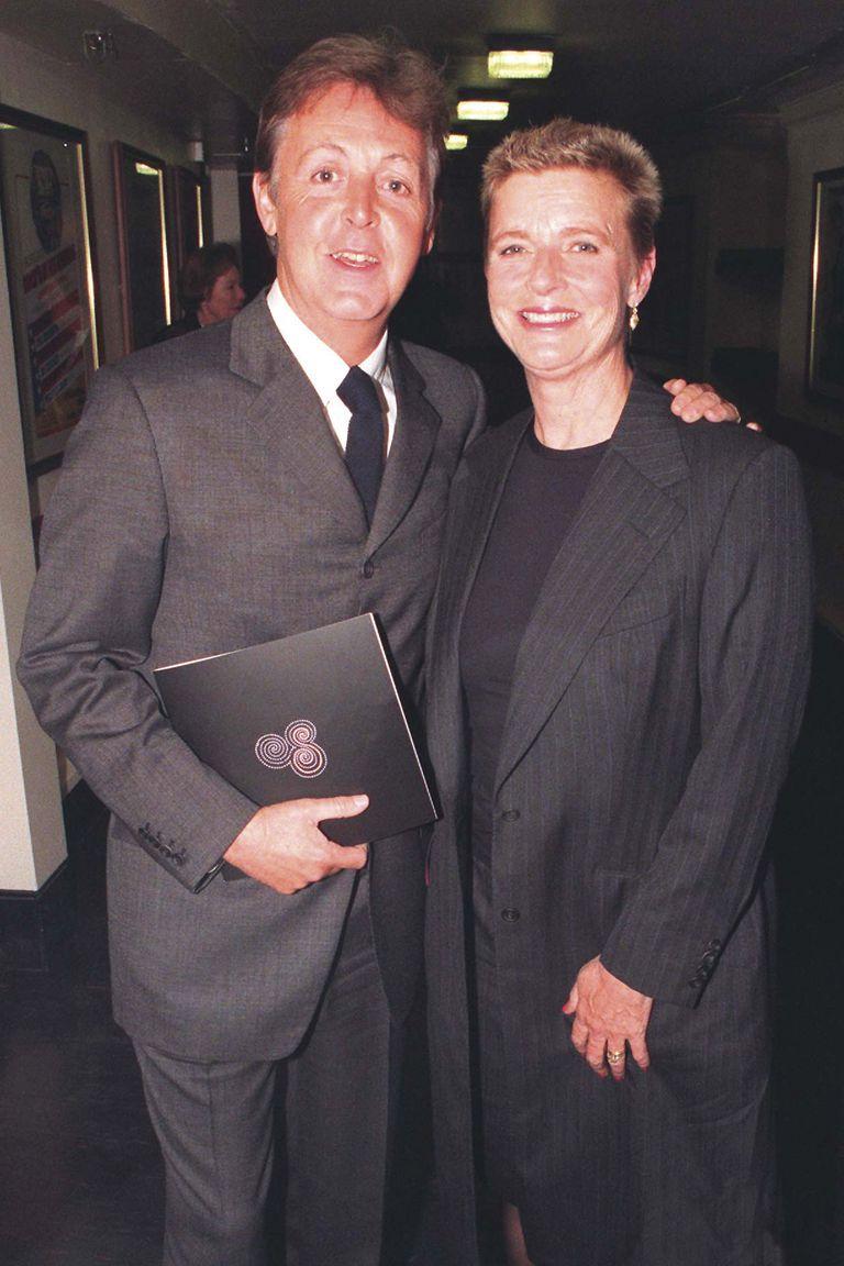Una de las últimas fotos juntos, en 1997, durante la première mundial de Standing Stone, un trabajo sinfónico de Paul, en el Royal Albert Hall de Londres.