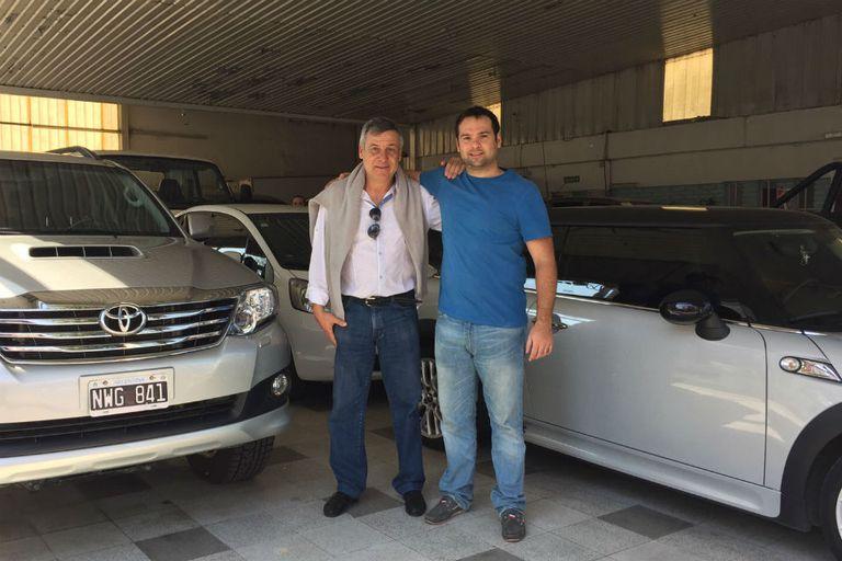 Alberto y Guillermo Hemgren trabajan juntos en su agencia de camionetas
