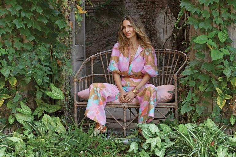 Antes de partir para Estados Unidos, la modelo protagonizó la nueva campaña de Lanhtropy, la marca de ropa de lino con base en Miami a la que se asoció recientemente, después de años como embajadora y de diseñar una serie de cápsulas.