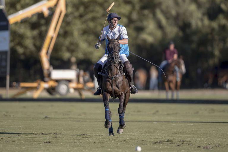 """Quesada suele subirse a un caballo, tiene relación con Las Monjitas y con buena parte del mundo de este deporte; """"Me defiendo bastante bien"""", asegura"""