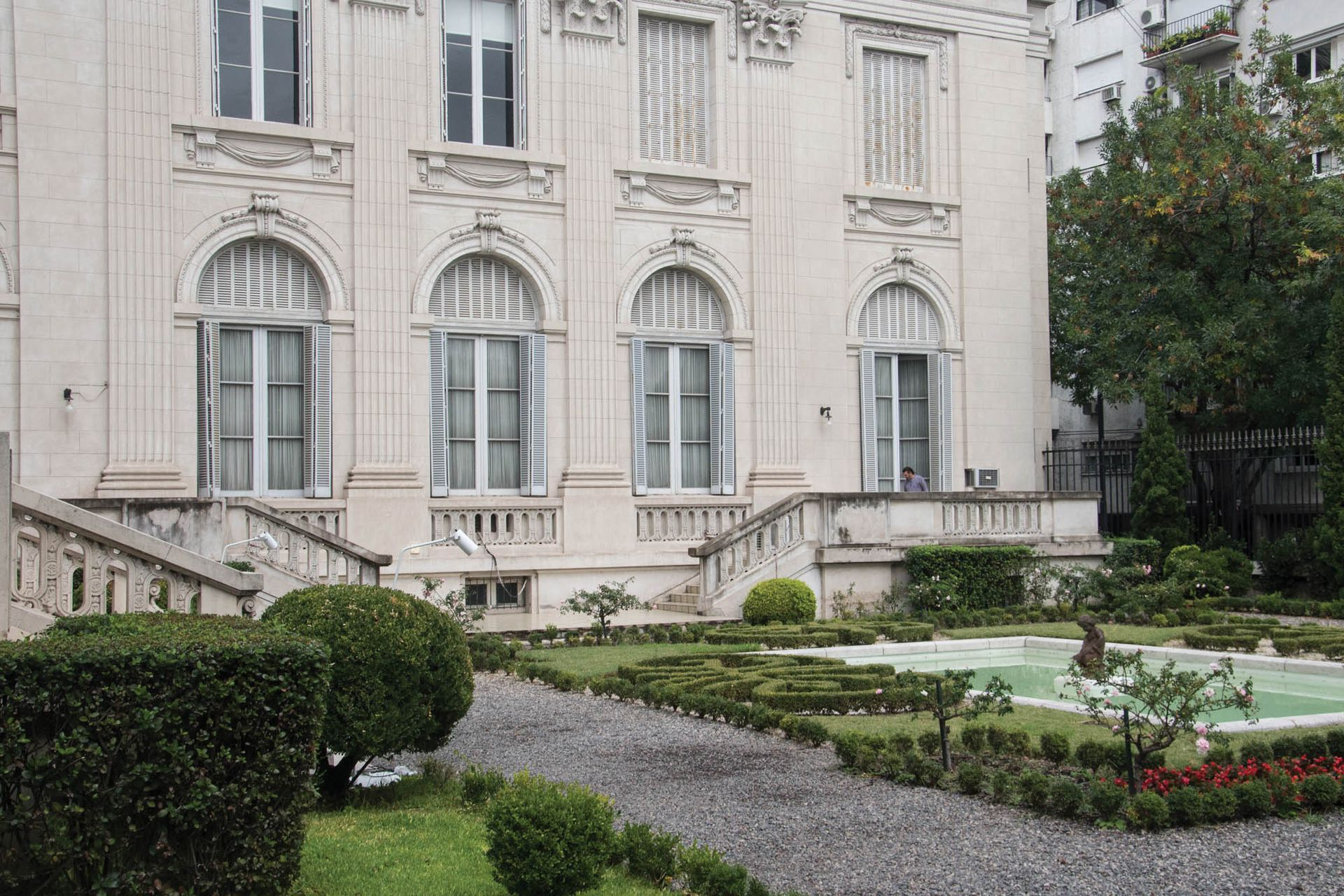 El jardín con estilo francés del Museo de Arte Decorativo se puede visitar de forma gratuita con cita previa.