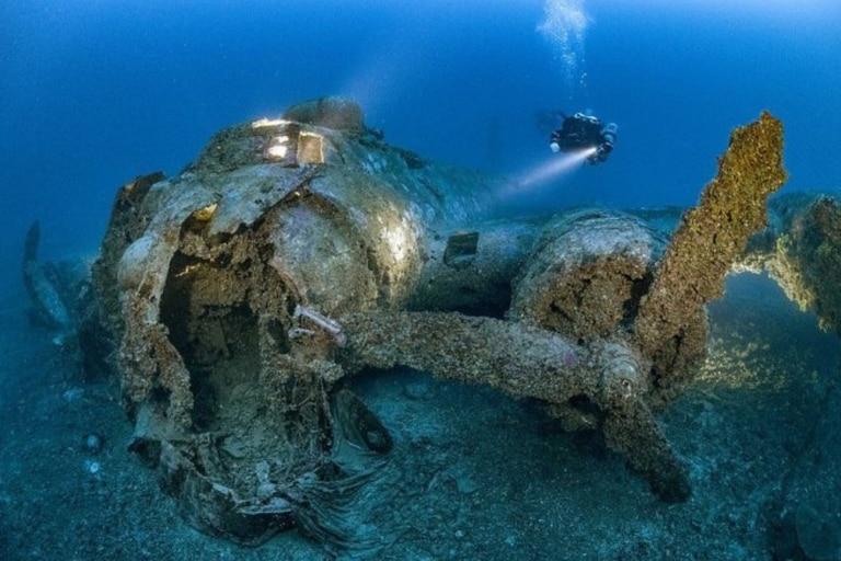 El avión fue retratado 70 años después de su caída durante la Segunda Guerra Mundial, a unos 50 kilómetros de la costa de Croacia. Foto: Martin Strmiska/Caters News