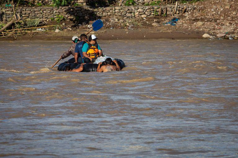 Foto Javier Corbalan:  05 de marzo de 2021 frontera aguas blancas provincia de salta bagayeros rio bermejo