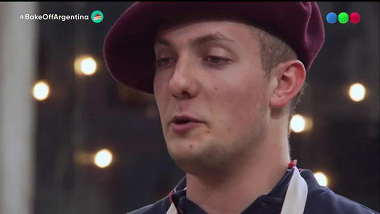 En Bake Off, la eliminación de Gino dejó un momento de profunda emoción con Dolli Irigoyen