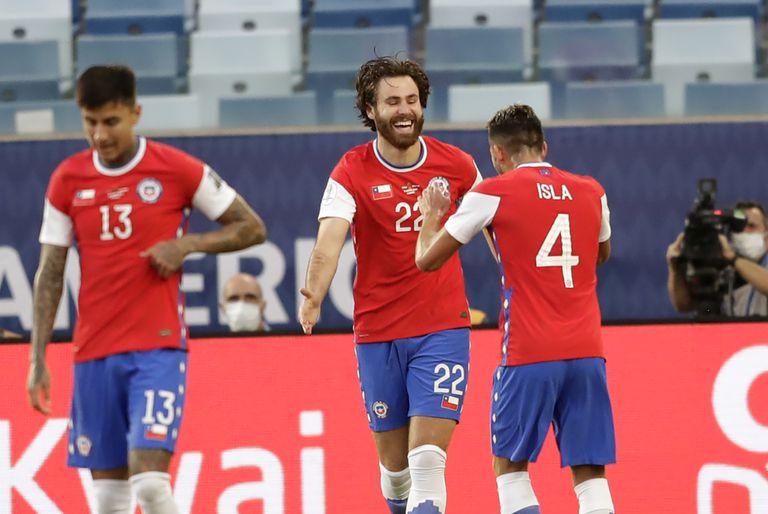 Argentina ante Paraguay, juegan Chile-Uruguay y en la Eurocopa se definen dos grupos