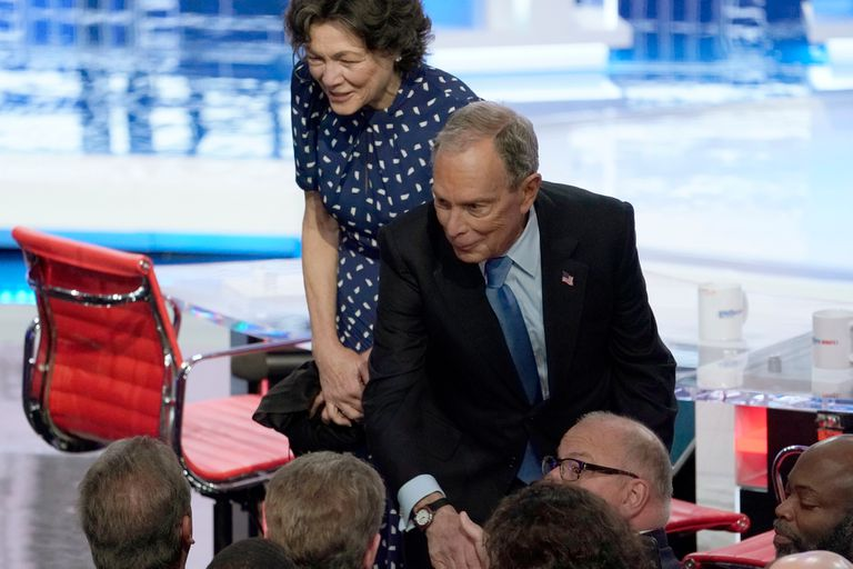 Bloomberg tuvo un durísimo debut en el debate de los candidatos presidenciales demócratas