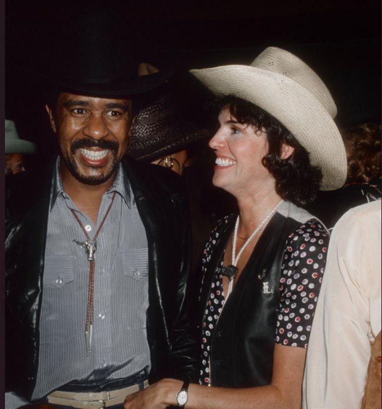 Richard Pryor en los buenos tiempos con Jennifer Lee Pryor, la esposa con la que se casó dos veces y compartió los últimos momentos de su vida; la imágen corresponde a su primer matrimonio en 1982, que duró solo un año