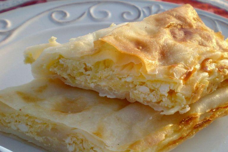 Strudel salado de calabaza y queso fresco, conocido como bučnica