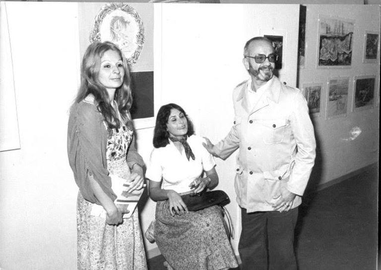 Piazzolla en la inauguración de la muestra de Berni sobre el Decamerón en galería Zanini, Roma, 1975. Junto a él, Silvina Victoria, última pareja del pintor