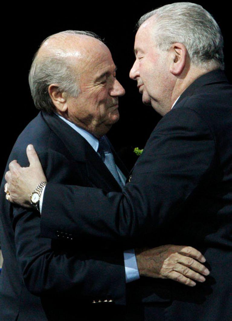 Don Julio junto a su amigo Blatter