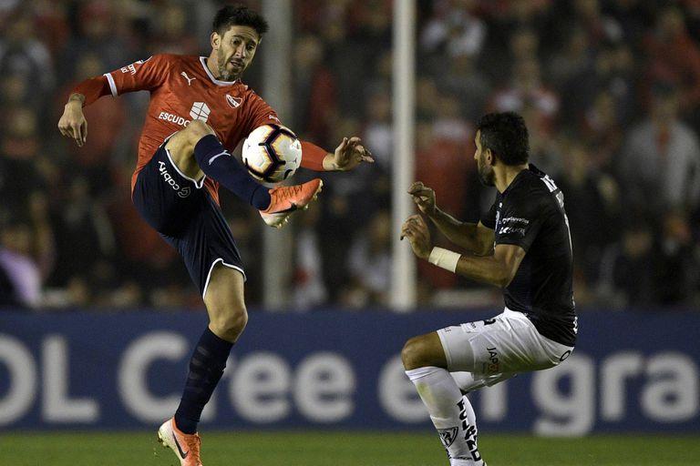 Pablo Perez en el partido de ida frente Independiente del Valle, de Ecuador.