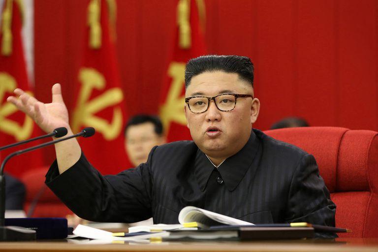 """Kim advierte que Corea del Norte debe prepararse para el """"diálogo y la confrontación"""" con EE.UU."""