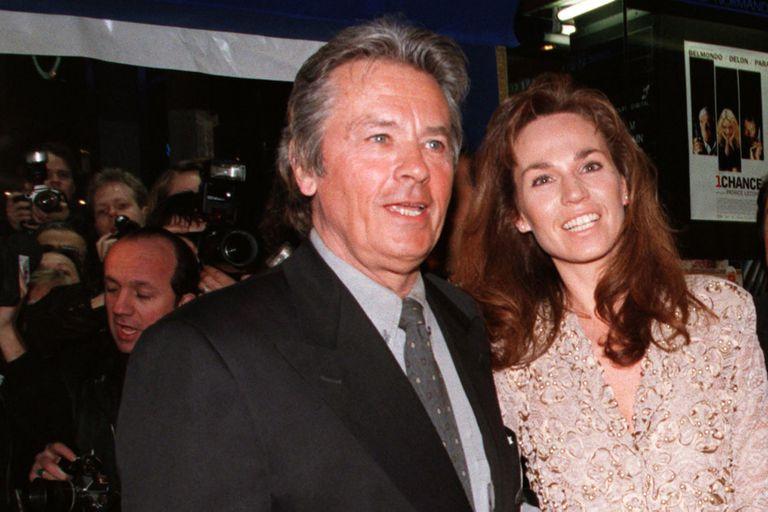 Delon y su esposa Rosalie, en 1998