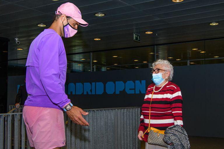 Rafael Nadal y Manuela Navarro Esteban, frente a frente en Madrid; un sueño cumplido para la fanática de 95 años del español.