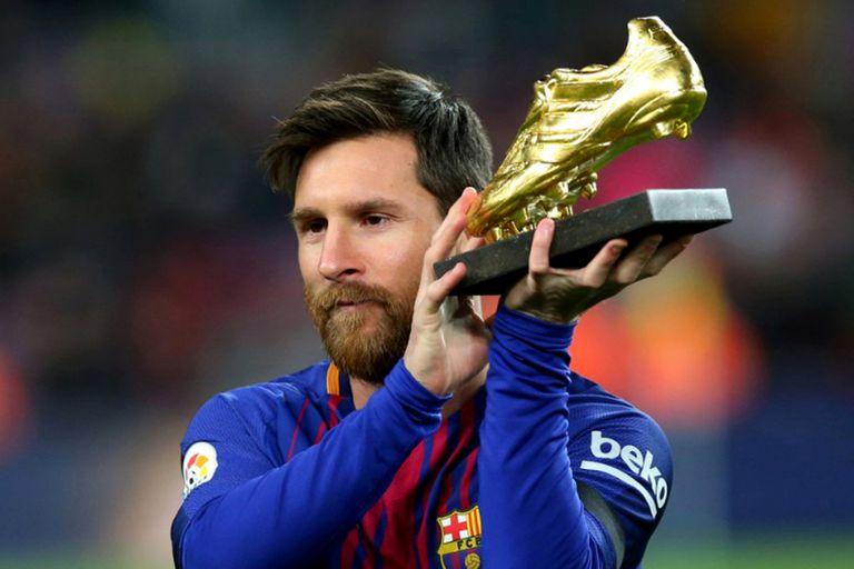 Messi mostró la Bota de Oro, el premio por haber sido el goleador de la última temporada europea.