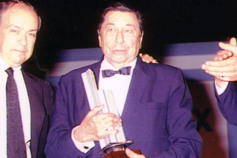 En 1985 recibió el Konex Atahualpa Yupanqui