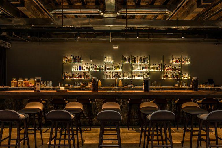 El bar de tragos Mayo es parte de la familia de Virgilio Martínez