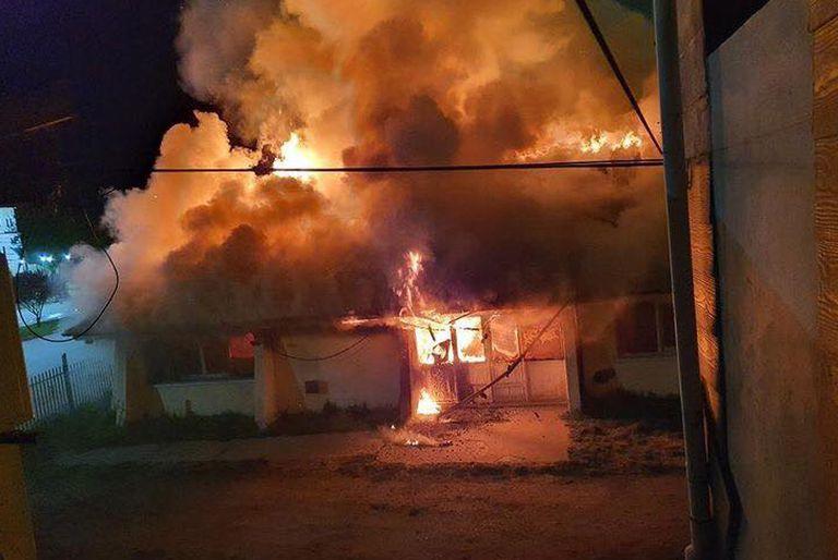Nuevo incendio intencional en El Bolsón: prendieron fuego un club y dejaron amenazas