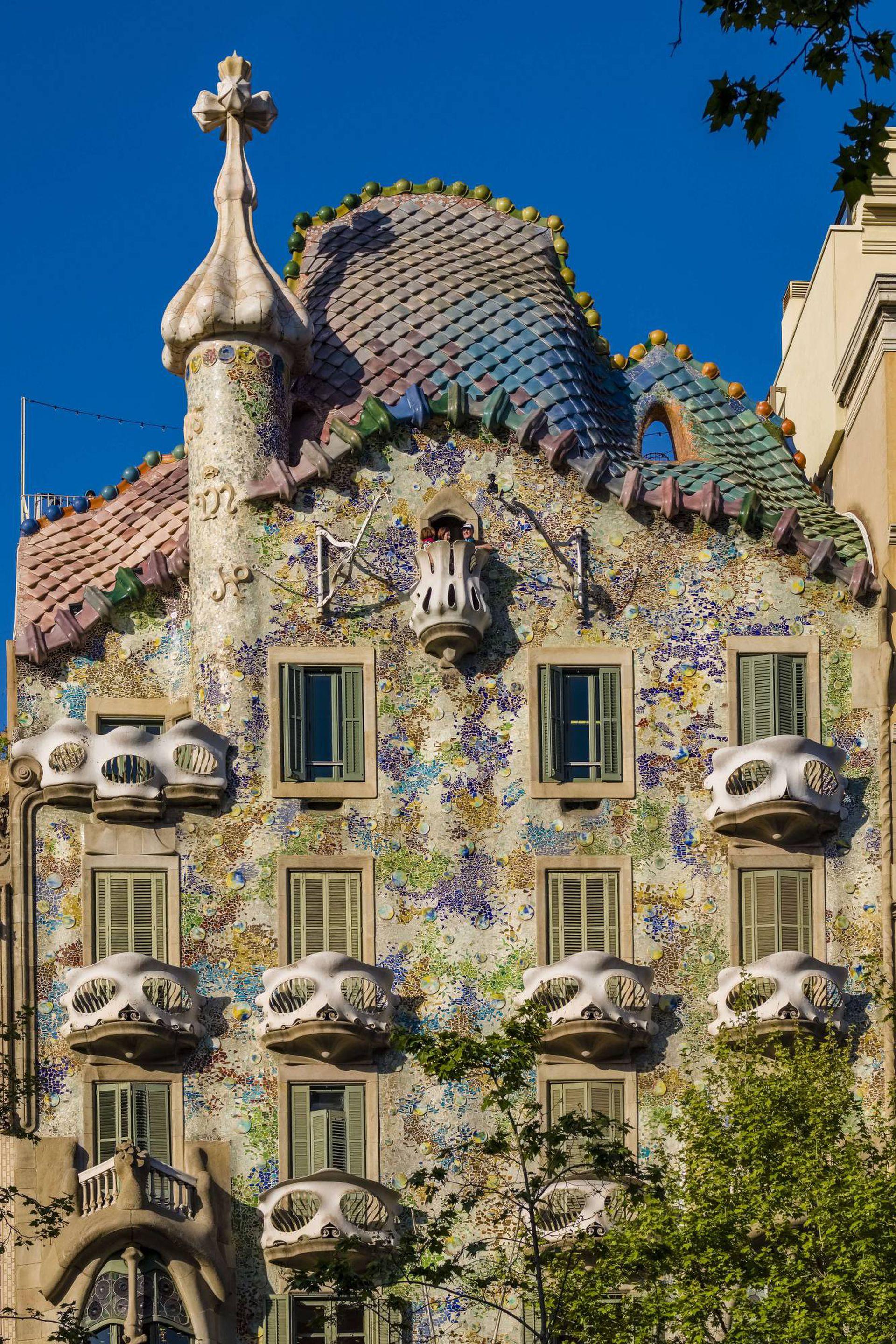 La Casa Batlló, obra soñada de Antoni Gaudí en el corazón de la capital catalana.