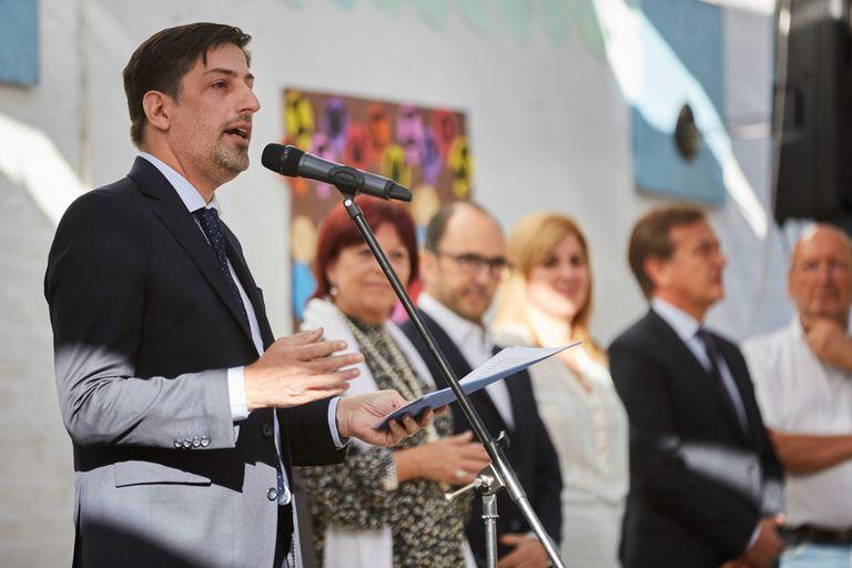 El gobernador Rodolfo Suárez junto al ministro de Educación de la Nación, Nicolás Trotta, y el director general de Escuelas, Jose Thomas; participaron del acto de inicio de clases en la escuela 1-417 Tito Lacia de Guaymallén: