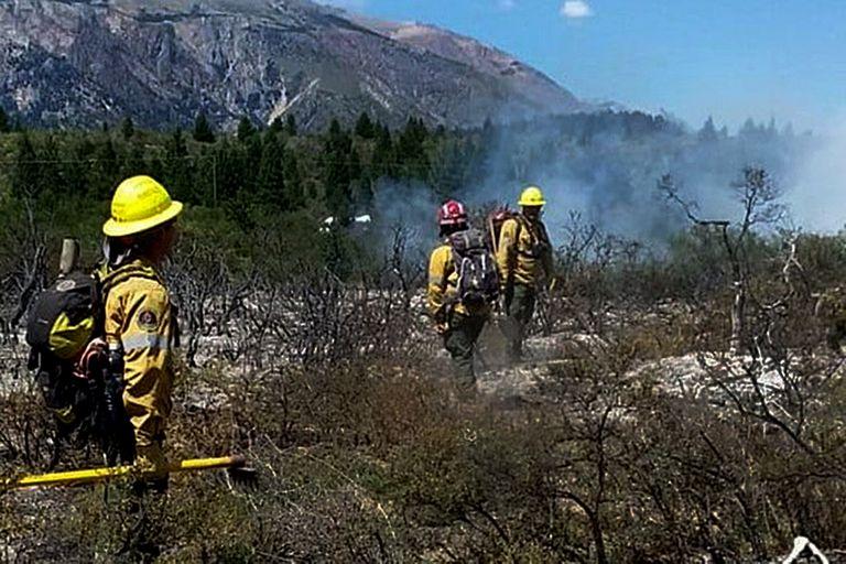 El Bolsón: tras 25 días, lograron contener el incendio  que arrasó con 7800 hectáreas de bosque