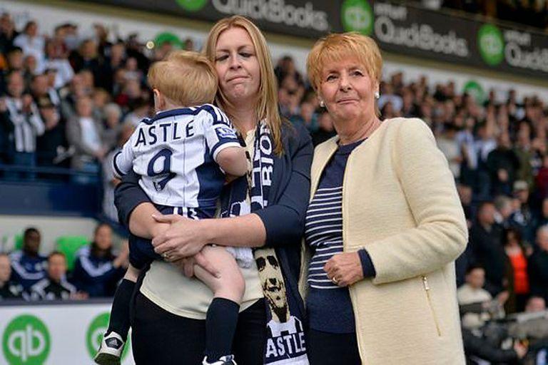 La familia de Astle y el luto por una muerte derivada del fútbol