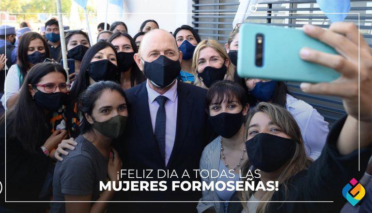 El gobernador Gildo Insfrán compartió una foto para saludar a las mujeres formoseñas en su día