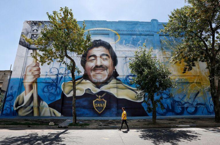 Mural en homenaje a Diego Maradona por el artista Alfredo Segatori
