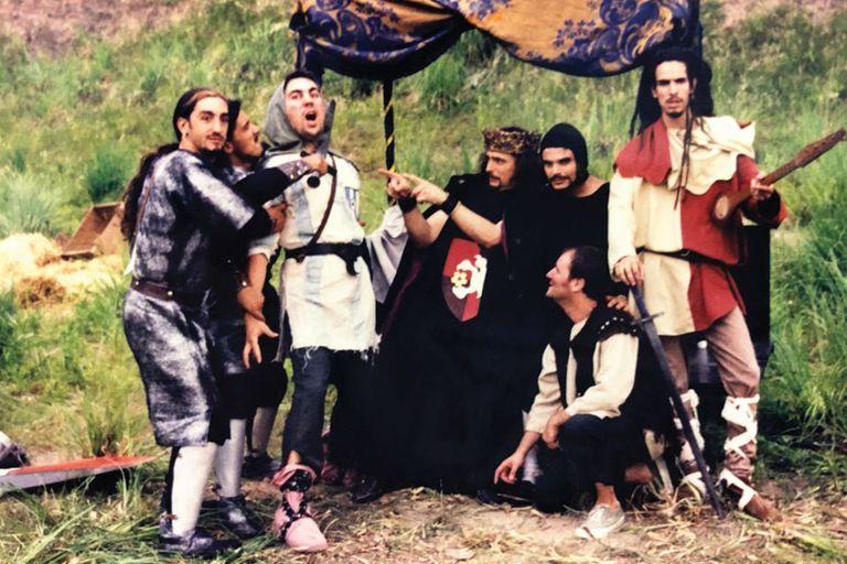 """Los Cafres durante la grabación de """"Capitán Pelusa"""", el tema dedicado a Maradona, en 1997"""