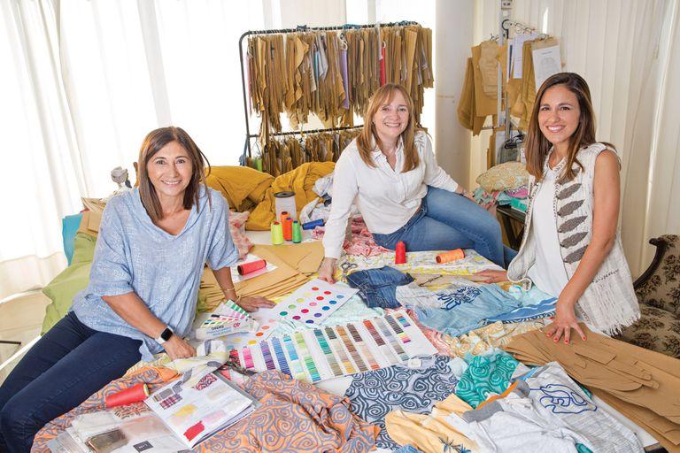 """""""Cuando se fundó Enfans establecimos que queríamos hacer ropa cómoda, con géneros naturales y nobles, y de diversos colores. También aprovechamos para jugar con la mezcla de idiomas, por eso usamos la frase: 'Kids somos tous iguals', que combina inglés, francés y catalán"""", cuenta Andrea Lo Menzo."""