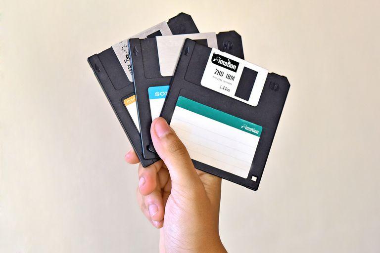 En pleno 2021, las autoridades de Tokio dejan de usar disquetes
