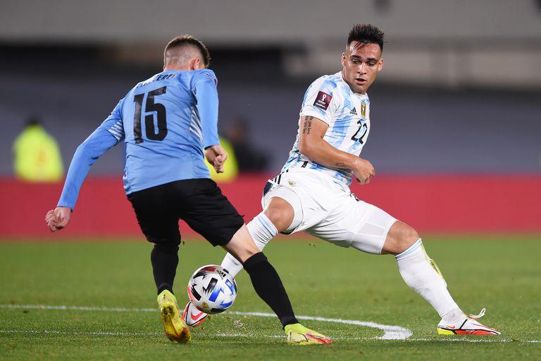 Lautaro Martínez queda desairado por Federico Valverde; el delantero es el goleador del ciclo de Scaloni, pero suele sentirse incómodo