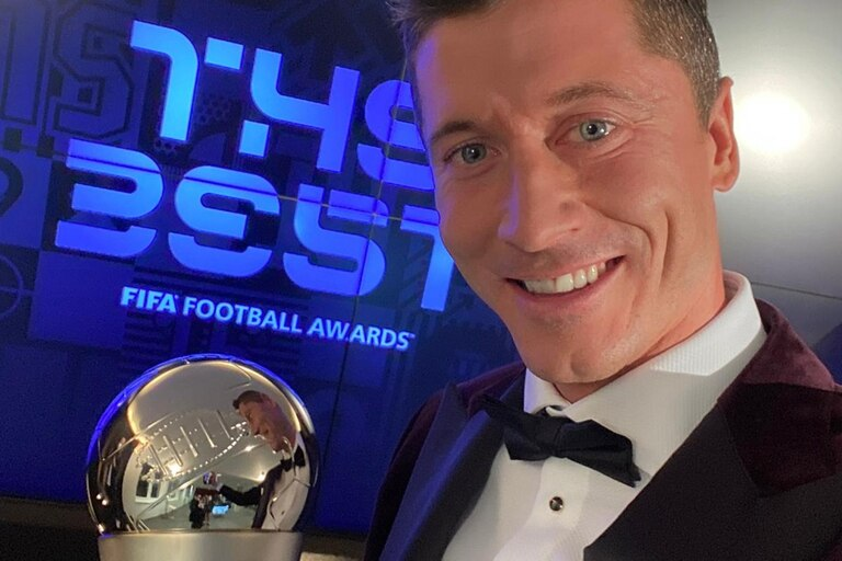 Robert Lewandowski campeon de Champions con Bayern y elegido por The Best.