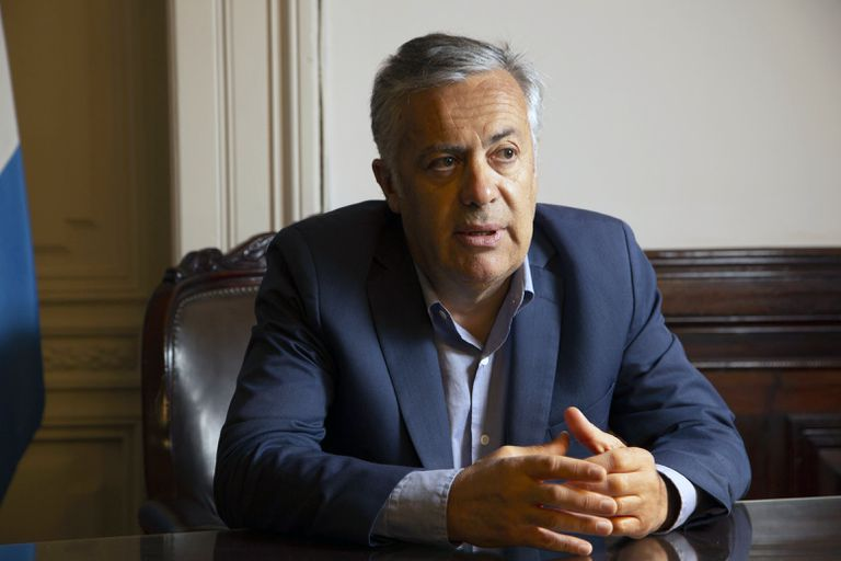 Alfredo Cornejo, durante la entrevista con LA NACION